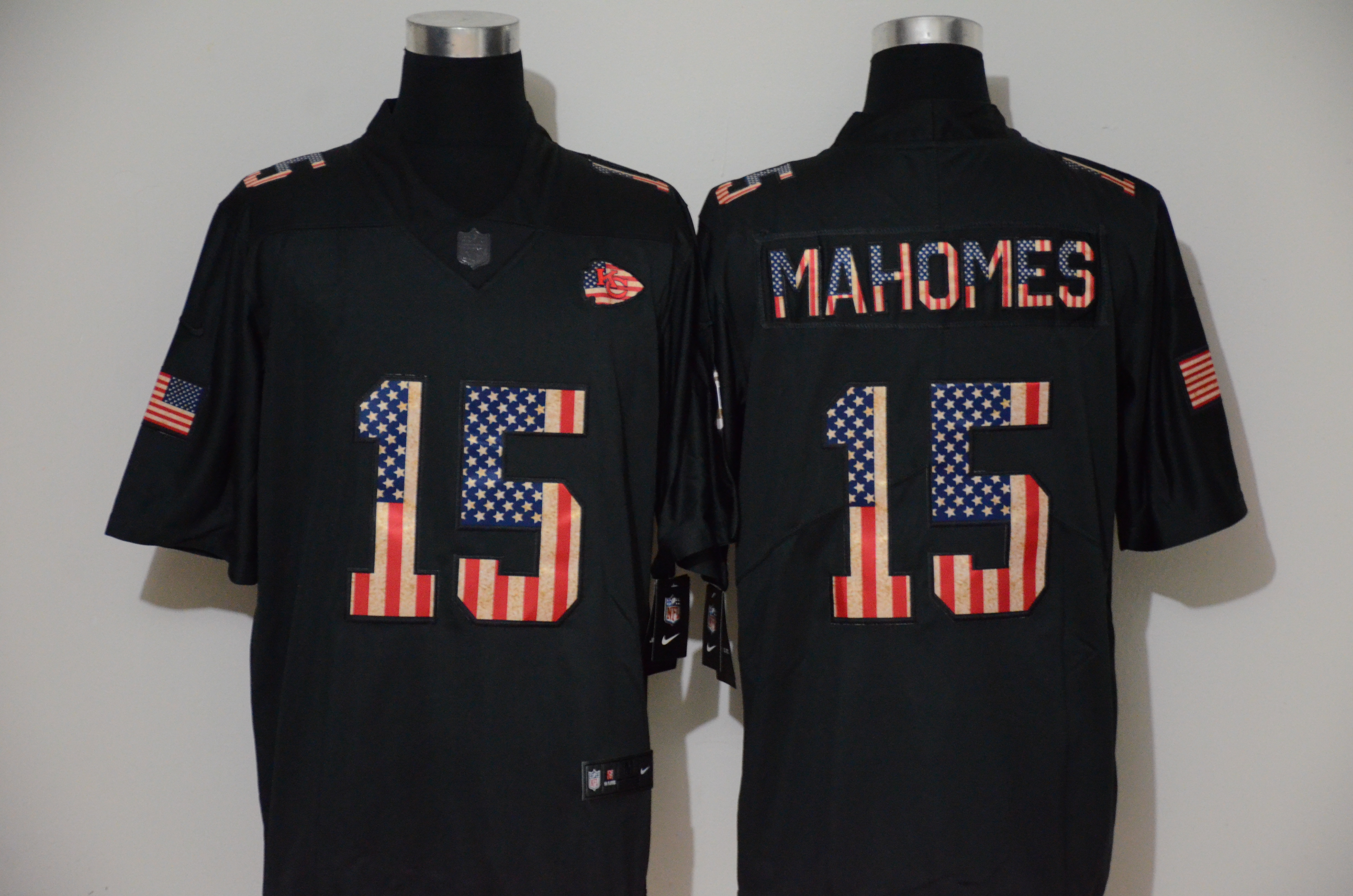 Nike Chiefs 15 Patrick Mahomes 2019 Black Salute To Service USA Flag Fashion Limited Jersey
