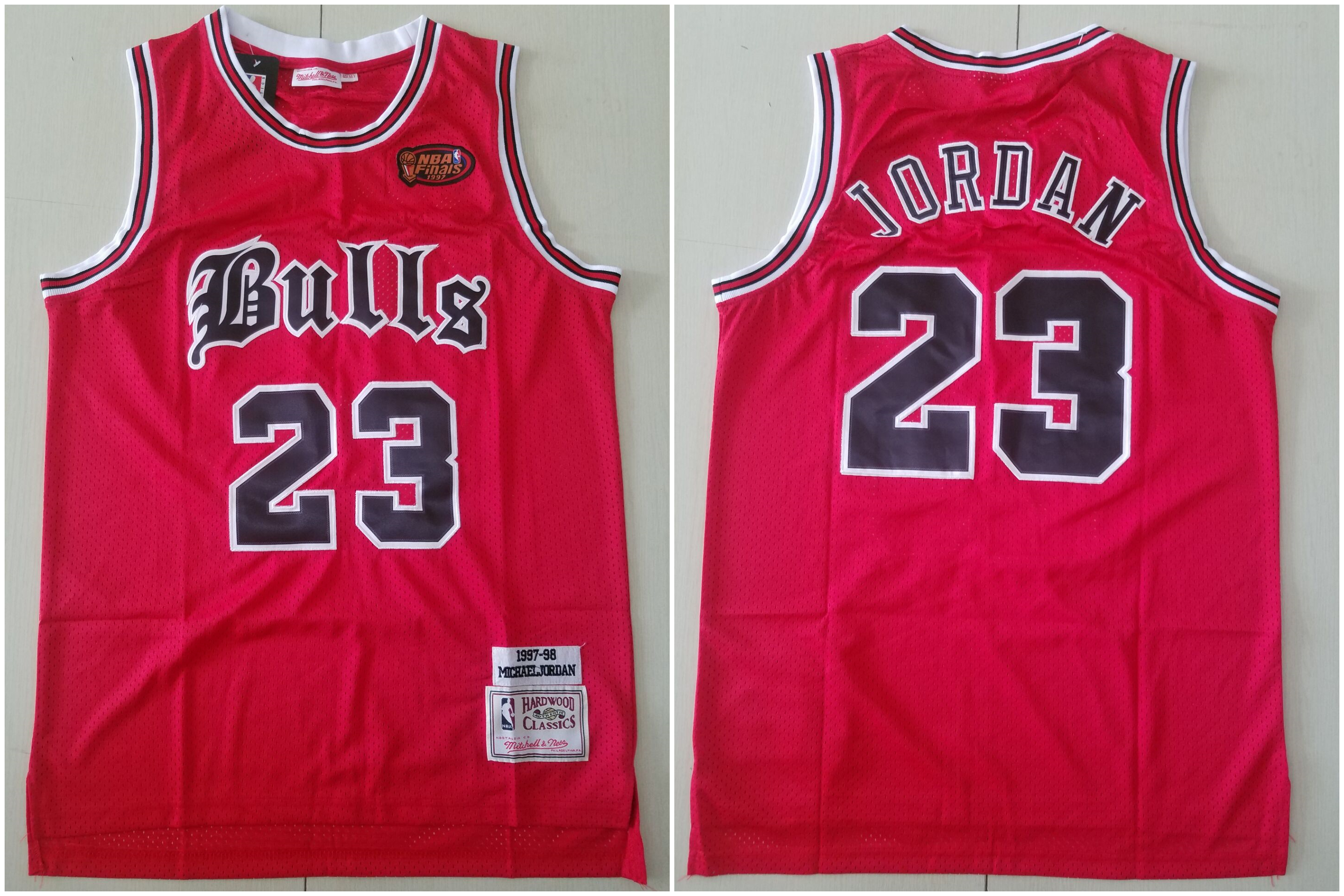 Bulls 23 Michael Jordan Red 1997 NBA Finals Patch 1997-98 Hardwood Classics Jersey